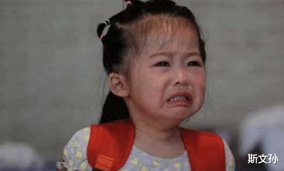 3歲女孩被丟在幼兒園三天沒人接,當老師打開書包後,瞬間紅瞭眼-圖5