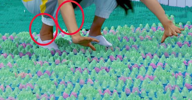 baby忘記全身塗粉?玩遊戲時露出腳踝,與臉部的色差過於明顯-圖6
