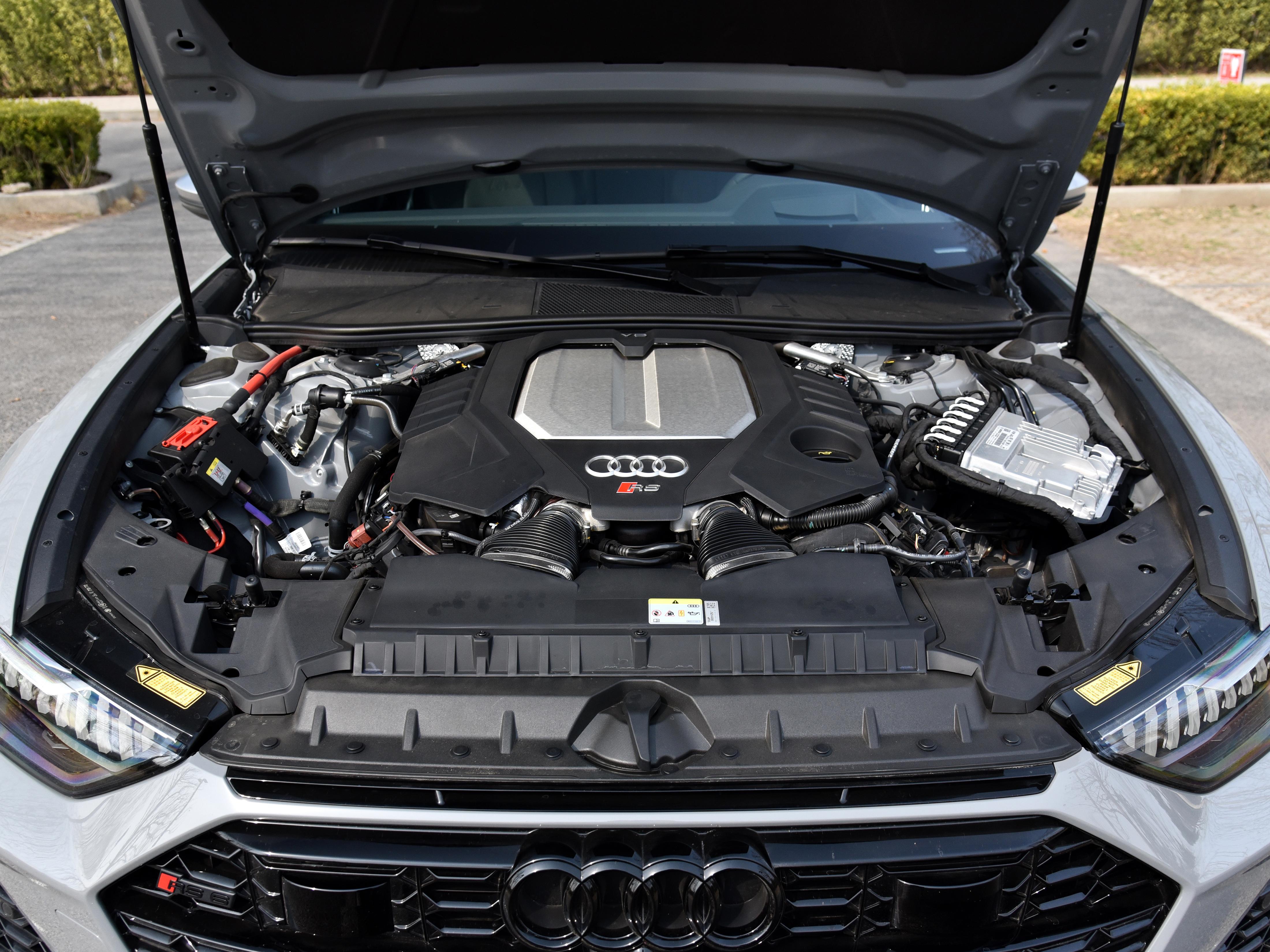 大V8的進口奧迪高端車,性能強悍後備箱還特別大,實拍奧迪RS 6-圖7