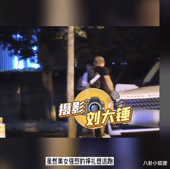 畫面曝光!曹雲金酒吧門口強拽美女上車,女方閨蜜勸阻仍被拒-圖3
