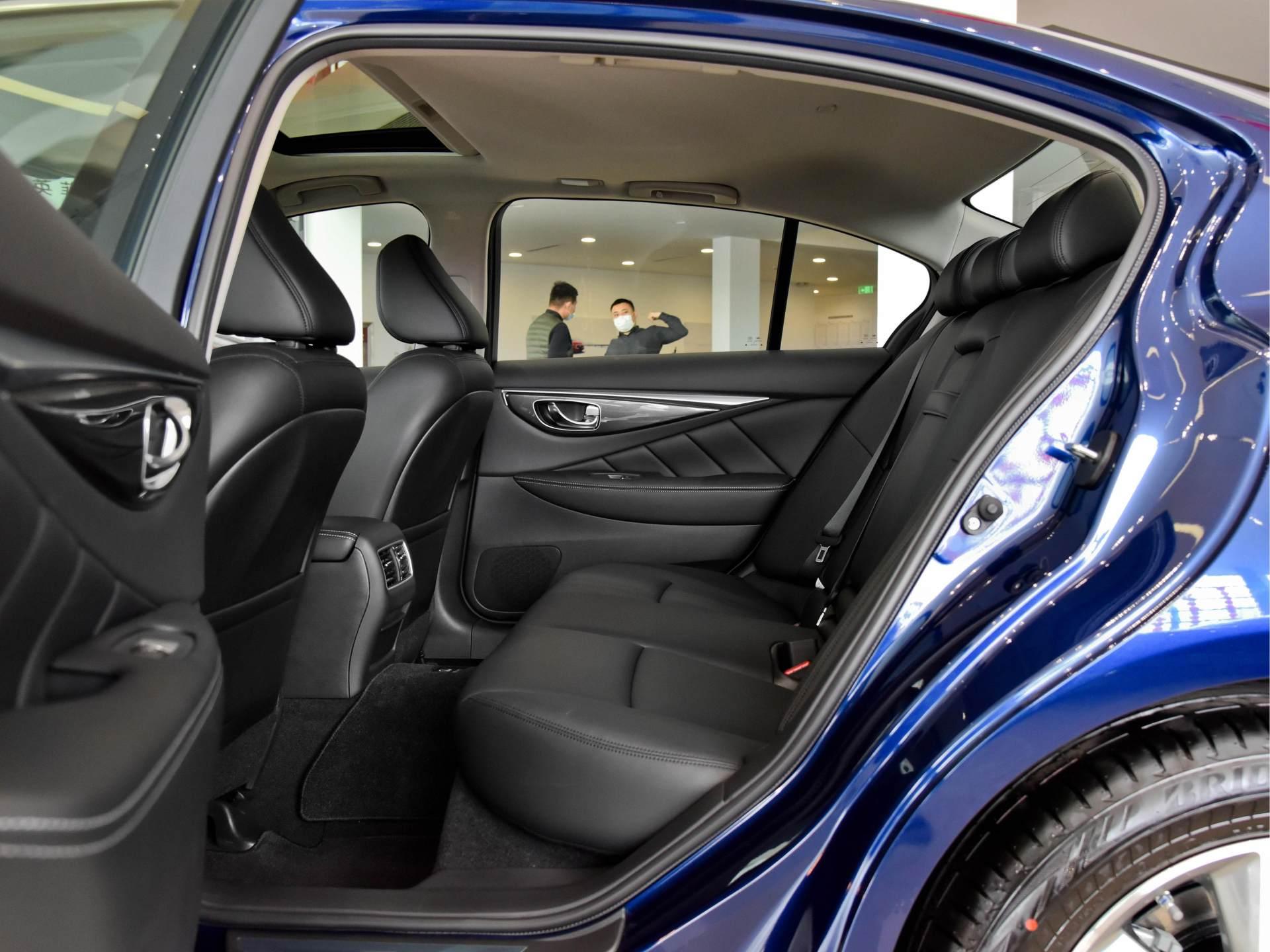 奔馳動力總成的日系豪華轎車,質感不錯,實拍英菲尼迪Q50L-圖7