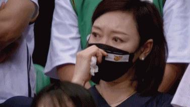 胡明軒內心:我在場上玩了命打球,你們居然還惦記起我媽媽了?